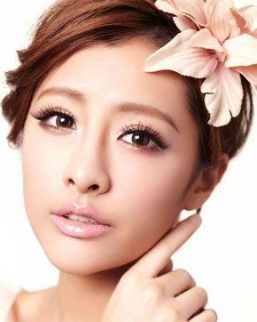 Japanese fashion makeup to create a stylish straight brow