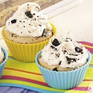 Chocolate Cookie Cupcakes - Oreo cookies in the cake batter.  Yummy.