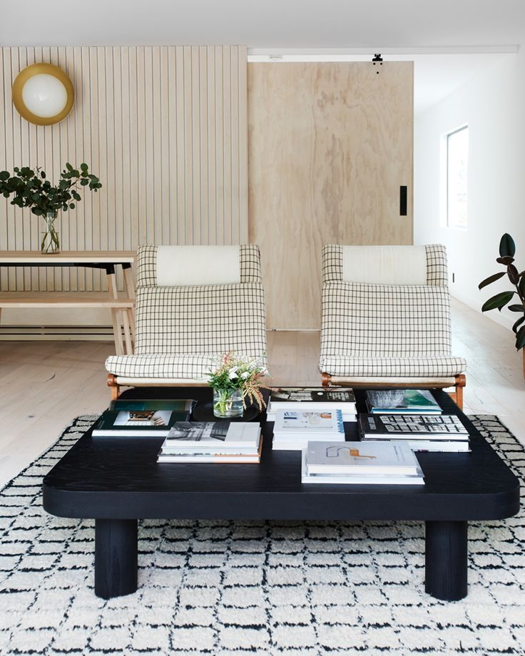 Idea To Steal Black Coffee Tables On Apartment 34 Coffee Table Small Apartment Decorating Living Room Living Room Decor Apartment