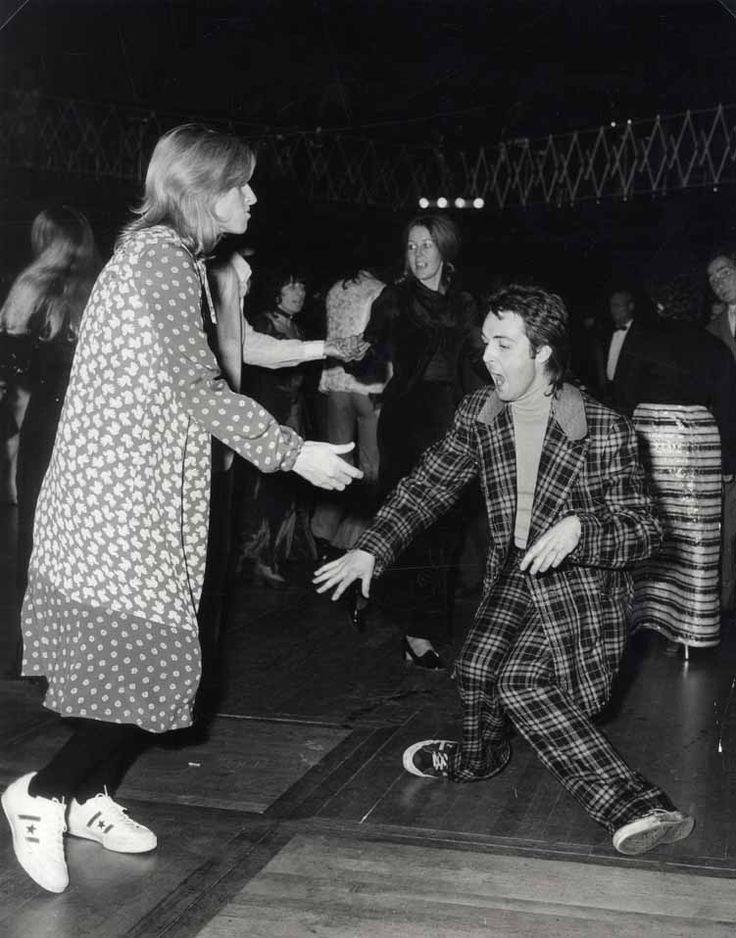 Paul and Linda, London, 1970 by unknown.: Music, Dance Floors, Linda Mccartney, Paul Mccartney, Suits, Beatles, Doce Paul, Rare Photo, Paulmccartney
