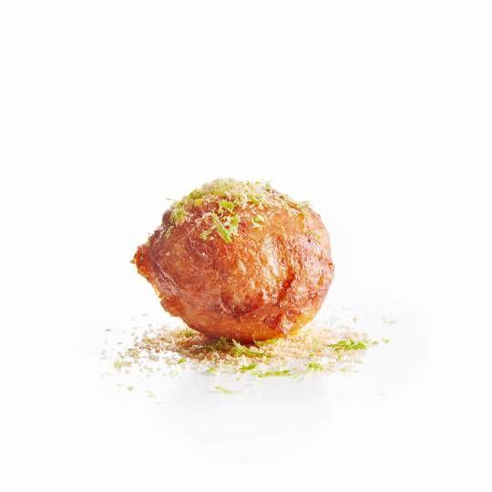 Oliebol met een twist. Recept - Oliebollen met kokos en limoen - Boodschappenmagazine #kerst #oliebollen #oudennieuw