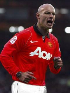 Howard Webb is the man in the middle - BetVictor™ - Red Card refund in the Manchester Derby - KO 4pm
