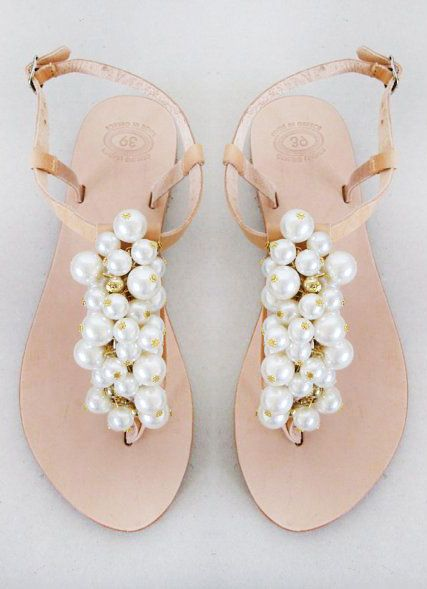 http://www.beadshop.com.br/?utm_source=pinterestutm_medium=pintpartner=pin13 rasteira de perolas Wedding shoes Handmade Sandals decorated