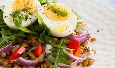 Φακές σαλάτα με πιπεριά και αυγό