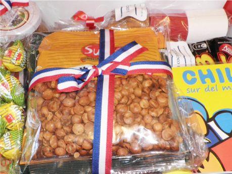 Nostalgia de Chile  Se te va un amigo de intercambio?  Para recrear los aromas, sabores y simbolos de Chile, en Nostalgia de Chile TOPBOX, encontrarás todos los elementos que evocan y te transportan a tu pais.