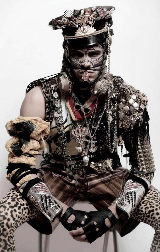 Mood. Amazing post-apocalyptic outfit. So many little details! Photo by Adolfo López