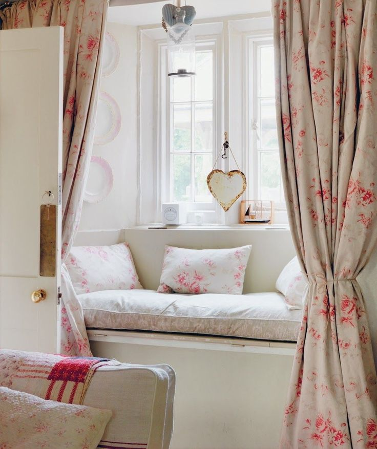 sumptuous cushions on this window seat and matching curtains. sweet.  Vintagehome