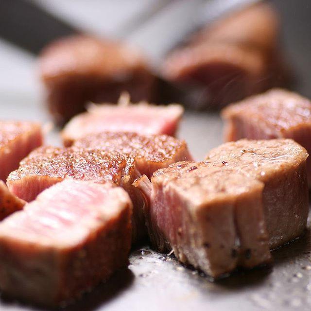 期間限定春のコースが始まりました野付産卵付きホタテのガーリックソテーと特選和牛ステーキが楽しめる特別仕様のコースです。全11品お食事には鉄板で作るステーキ丼が楽しめます5月末まで  #期間限定 #春のコース #ステーキ #ワイン #但馬系黒毛和牛 #黒毛和牛 #鉄板焼 #鉄板焼き #ローストビーフ #肉 #サーロインステーキ #ヒレステーキ #シャトーブリアン #hokkaido #sapporo #followalways #food #followback #えぞ但馬牛 #札幌 #すすきの #steak&wine ishizaki #steak #food #followalways #followback