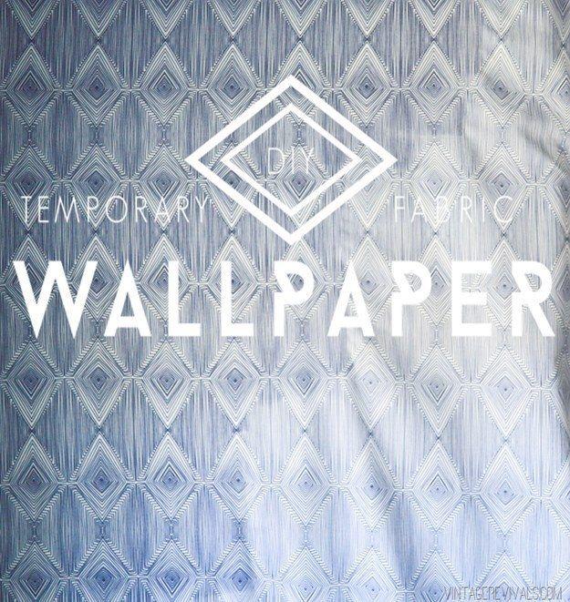 Convierte cualquier tela en papel mural pegándolo con una solución de almidón o fécula de maíz para telas y agua. | 29 ideas para decorar paredes que solamente parecen caras