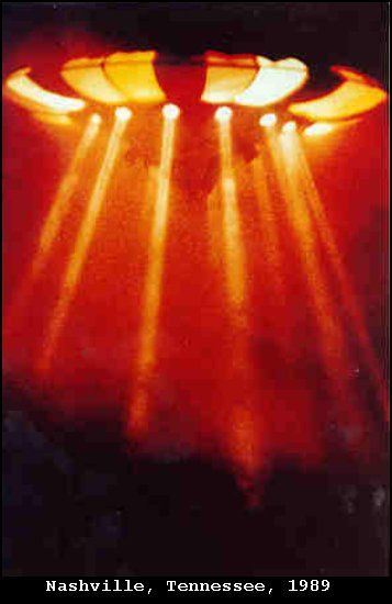 1989 - Nashville, Tennessee. 27 settembre Le fotografie di questi UFO sono stati forniti dal Comandante Graham Bethune della Marina degli Stati Uniti.