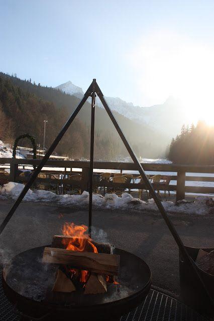 Feuerschale, Winterhochzeit in den Bergen am Riessersee Hotel Garmisch-Partenkirchen in Bayern, Kupfer, Dunkelrot, Hellblau, Grau, Winter wedding abroad Bavaria in copper, ruby red, light blue