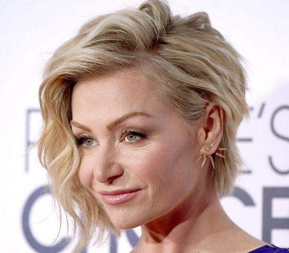Ha valami vagányabbra és feltűnőbbre vágysz, az aszimmetrikus bob jó választás lehet, akár hullámos, akár egyenes a hajad. Portia de Rossi is erre voksol.