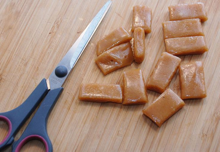 Vejledning med billeder: sådan laver du flødekarameller. Det er så nemt at lave dine egne karameller og de smager fantastisk!