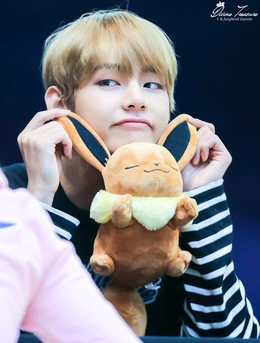 V (Kim Taehyung) at a fansign Cr to the owners