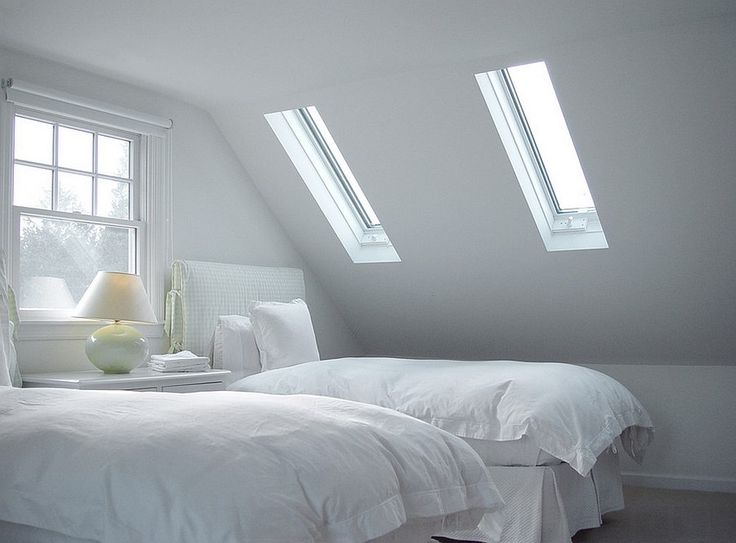 Use pitched roof skylights to turn a small bedroom into an airy space. A roof window with a white frame will make the light brighter. Design: Vermont Integrated Architecture; image via www.decoist.com.