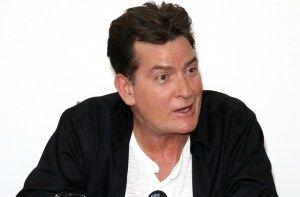 Mentése Charlie Sheen - benne a pia üzemanyagú Halál-Spirál   Friss hírek Világ