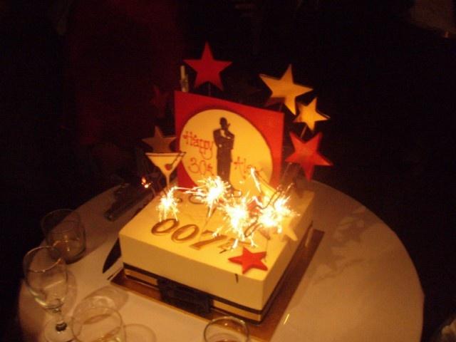 Cake Decorating Heidelberg : 007 brithday cake Birthday Party - 40th 007 Pinterest ...