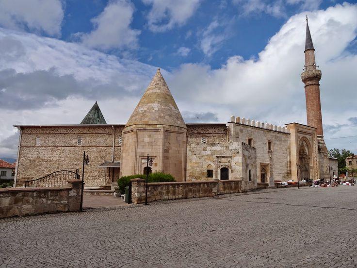 Eşrefoğlu Süleyman bey camii/Beyşehir/Konya/// Eşrefoğlu Camii, Anadolu'daki ahşap direkli camilerin en büyüğü ve orijinalidir. Konya'nın Beyşehir ilçesinin kuzeyinde, İçerişehir Mahallesi'nde yer alır. 1296-1299 yılları arasında yapılmıştır.