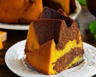 Bundt cake marbré au chocolat et au potiron sans matières grasses : http://www.fourchette-et-bikini.fr/recettes/recettes-minceur/bundt-cake-marbre-au-chocolat-et-au-potiron-sans-matieres-grasses.html