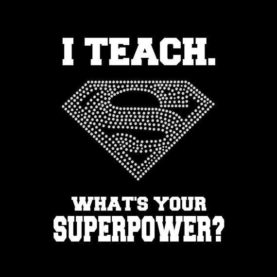 Professeur de l'enseignement/chemise - J'ENSEIGNE ce qui est votre superpuissance?  T-shirt à capuche avec imprimé blanc et strass.  Obtenez certains bling!  Grand cadeau!