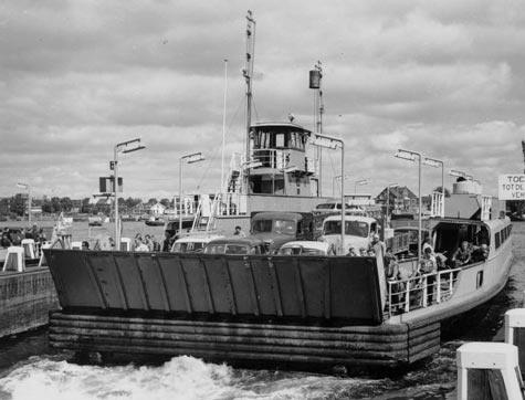 De pont van amsterdam centraal station naar amsterdam noord en terug, hoe laat…