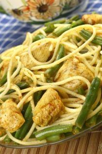 Σπαγγέτι με κοτόπουλο και πράσινα φασολάκια - gourmed.gr
