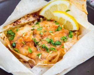 Papillotes de saumon aux poireaux et lait de coco : http://www.fourchette-et-bikini.fr/recettes/recettes-minceur/papillotes-de-saumon-aux-poireaux-et-lait-de-coco.html