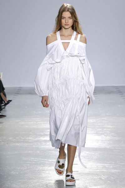 See the complete Ellery Spring 2016 Ready-to-Wear collection.