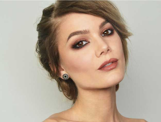 Best Celebrity Makeup Tutorials - CELEBRITY MAKEUP – KEIRA KNIGHTLEY - Step By Step Youtube Videos, Tips and Beauty Secrets From All the Top Celebrities Like Kylie Jenner, Taylor Swift and Ariana Grande - Hair Style Ideas, Eyeliner and Eyebrow Tricks and How To Get Perfect Kat Von D Hairstyles - thegoddess.com/celebrity-makeup-tutorials