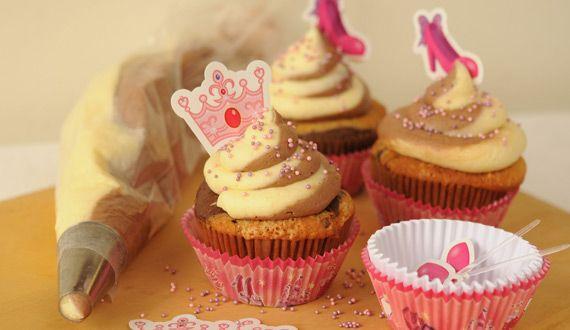 cupcakes marmoleados de vainilla y chocolate,   manga doble