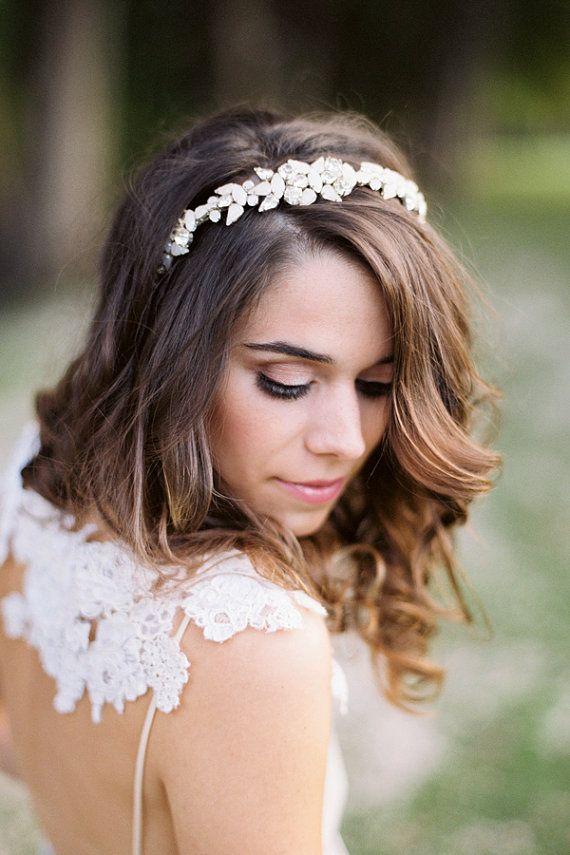 Braut haarband frisur  Die besten 25+ Haarband hochzeit Ideen auf Pinterest | Haarband ...