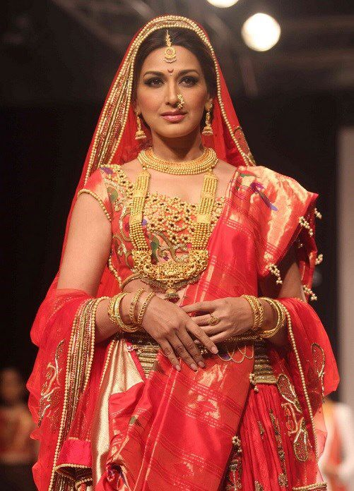 Sonali bendre in amazing maharashtrian bridal saree and beautiful jewelry