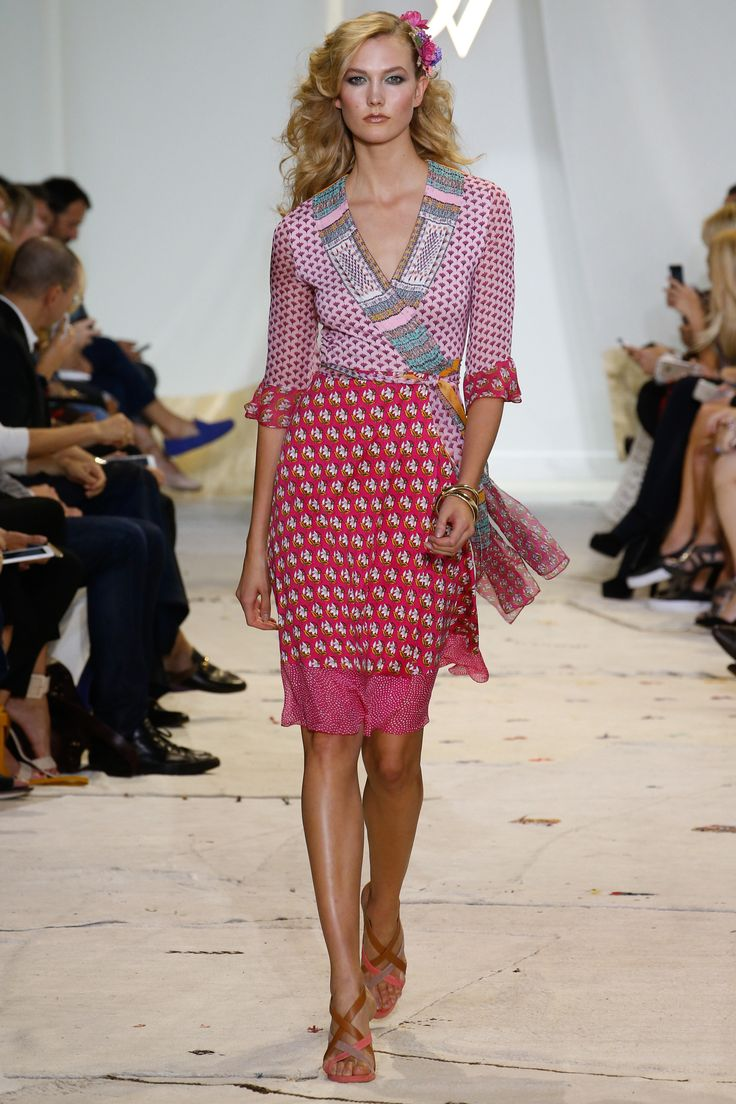 Diane von Furstenberg Spring 2016 Ready-to-Wear Collection Photos - Vogue   http://www.vogue.com/fashion-shows/spring-2016-ready-to-wear/diane-von-furstenberg/slideshow/collection#3