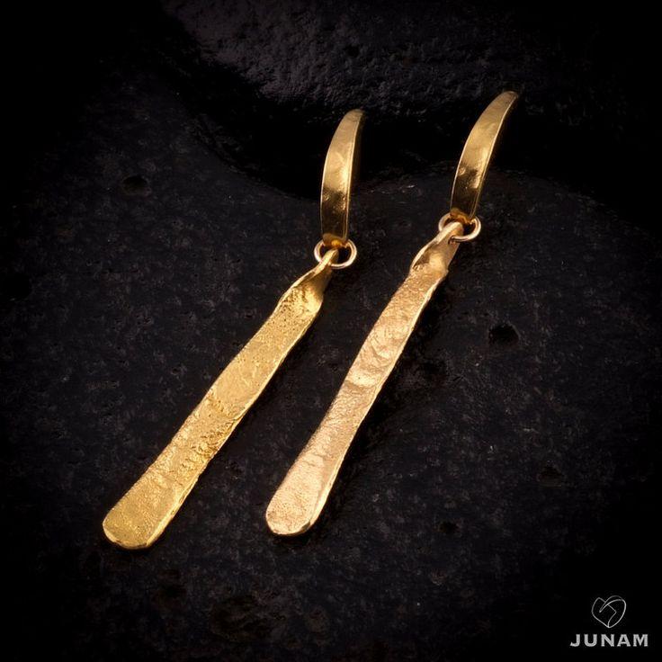 Goud bungelende oorbellen post oorbellen platte door JunamJewelry