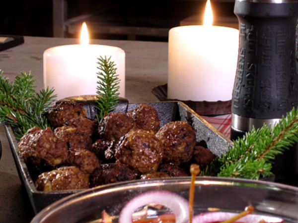 Älgfärsbullar med kanel, Älgfärsbullar med kanel är en variant på våra klassiska köttbullar.  Receptet ger ca 60 köttbullar.