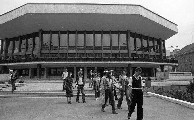 Kisfaludy (ma: Nemzeti) Színház, a Győri Balett táncosai.
