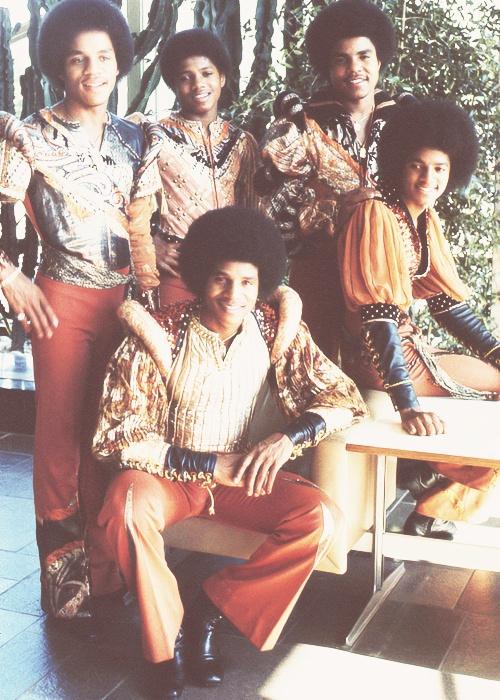 The Jacksons (L-R Marlon Jackson, Randy Jackson, Jackie Jackson, Tito Jackson, and Michael Jackson.)