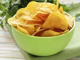 Chips in der Mikrowelle herstellen?Super easy:Einfach Kartoffel in dünne Scheiben schneiden, würzen und ab in die Mikrowelle!