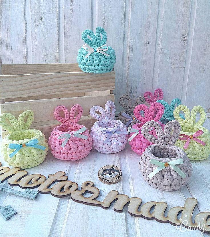 Очень много милых пасхальных кроликов в деревянном ящичке для прекрасной @alena_aparina_store Надеюсь кролики понравятся тебе А если и вам хочется такой наборчик-жду вас в директ или вотс апп Цена набора 10 штучек [1000 руб] Цена с ящичком [1250 руб] ~ #вязанаякорзинка#пасхальныекролики#пасха#пасхальныйдекор #корзинкиназаказ #отличныйподарок #вязканазаказ #трикотажнаяпряжа #дора#макарунс#длямамы#длядочки#длямалыша#декордлядома#интерьерныекорзинки#интерьер#красотавдом #сделаносл...