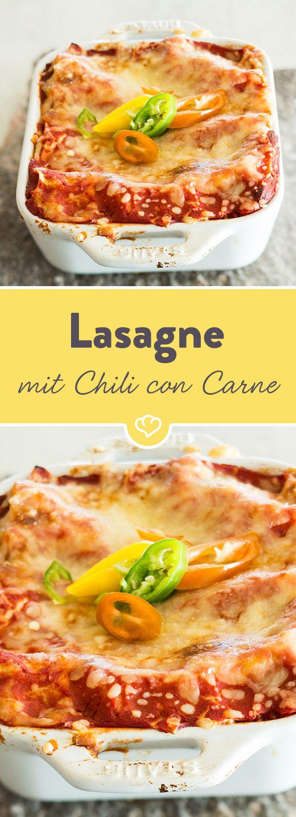 Wenn du noch Chili vom Vortag übrig hast, kannst du ganz easy eine leckere Lasagne zaubern. Mit Béchamelsauce und Nudeln schichten, Käse drauf - fertig!