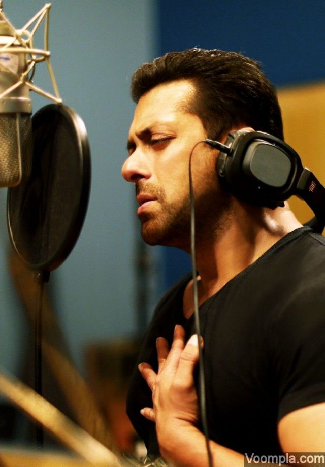 Salman Khan shows his emotions while singing his heart out for Main Hoon Hero Tera. via Voompla.com