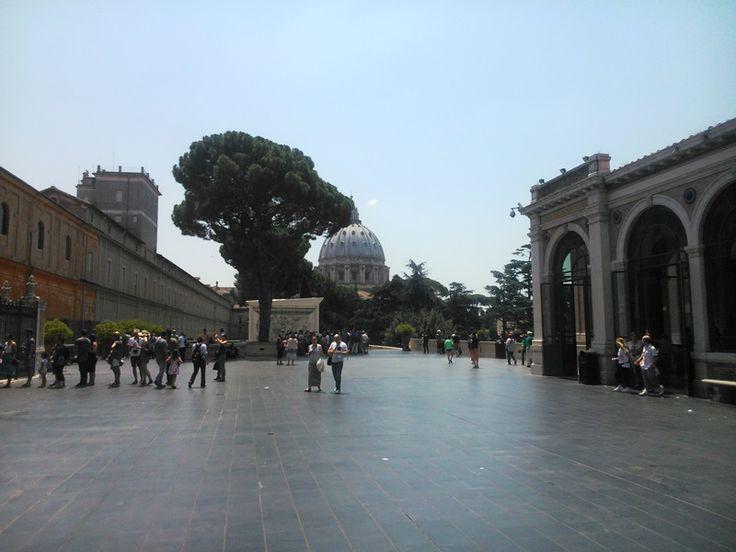 Площадь Музеи Ватикана. Рим