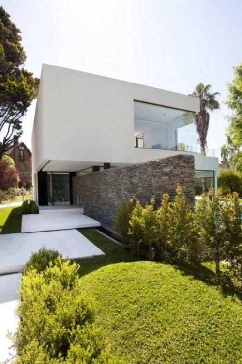 Esta obra maestra increíble de la arquitectura moderna fue creado por Andrés Architectos Remy y se llama Casa de Carrara. Es una de las cas...