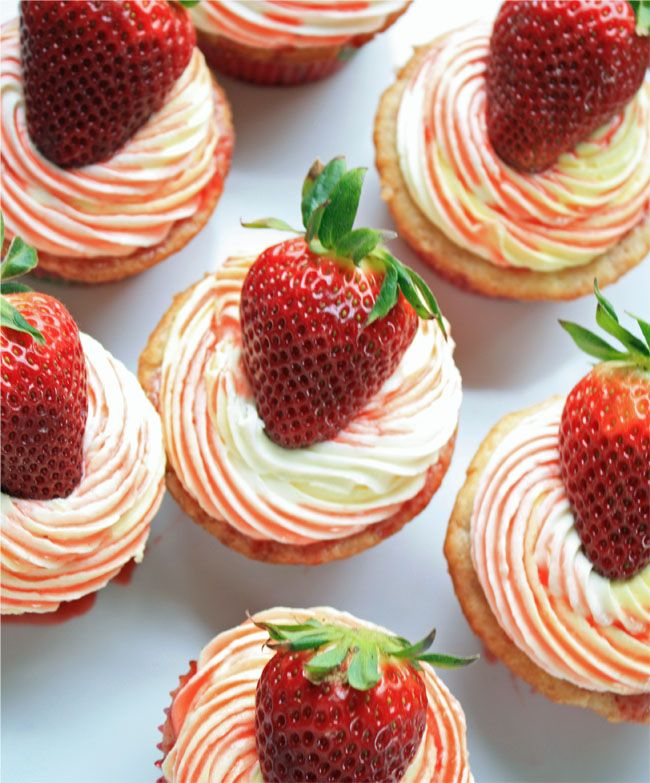 Strawberry Lemonade cupcakes without crystal lite