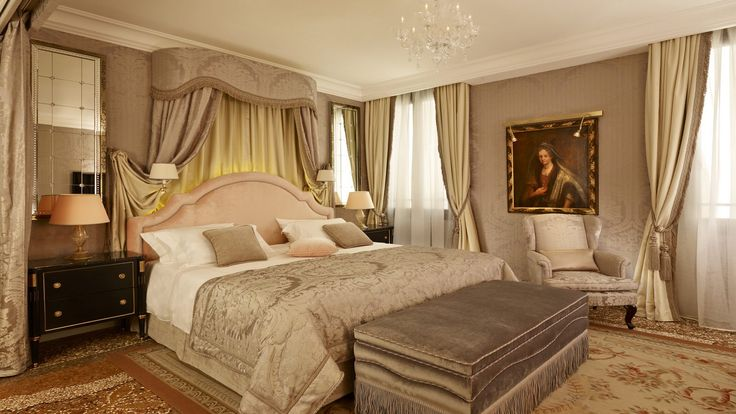 The mysterious and seductive Signature Diva Suite