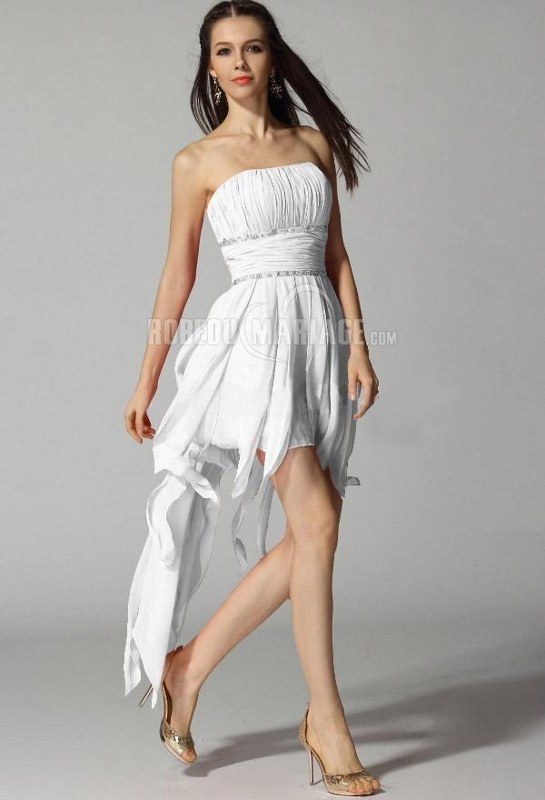 Aimez vous cette robe asymétrique, élégante à la fois très tendance ? Prix : €105,99 Cliquez pour plus détailles sur cette robe : http://www.robedumariage.com/sans-bretelle-robe-de-cocktail-plissee-ornee-appliques-en-chiffon-product-7234.html