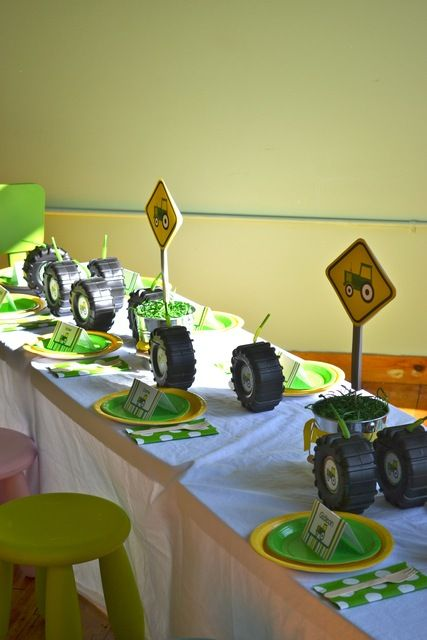 Farm Party Table Settings #farmparty #table