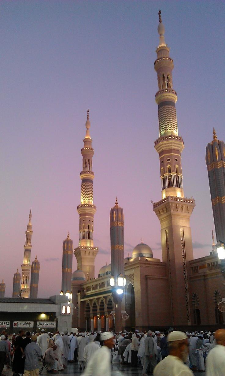 View of Al-Masjid an-Nabawi at sunset (Magrib Prayers)