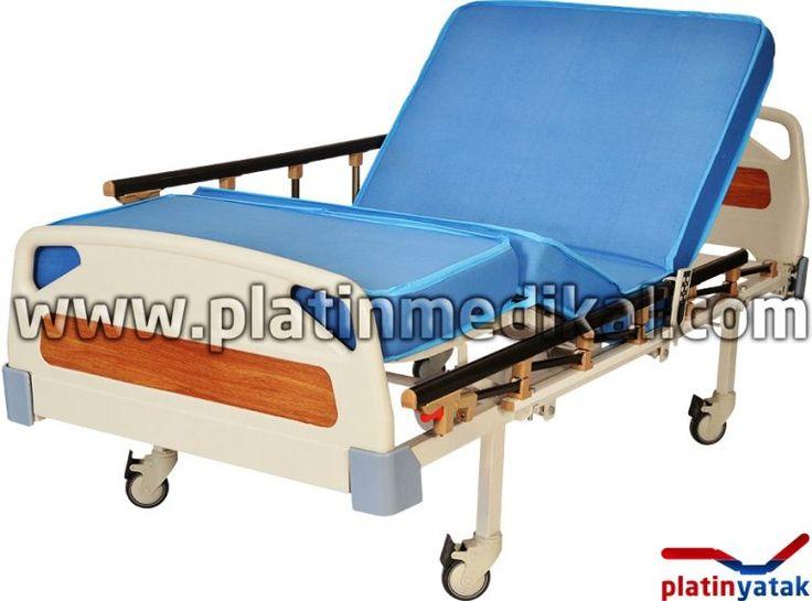 3 motorlu hasta karyolası: Hastaların tedavilerinin daha kolaylaştırılması için her geçen gün hasta yataklarının motor sayıları artmaktadır. Hasta Karyolası hareketlerini 3 motor ile yapıyor ise bu hasta yatağına 3 motorlu hasta karyolası denir.