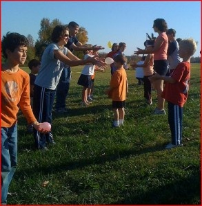 Balloon Toss Game!   #partygames #partyideas #kidparties Twitter: @partyinspire